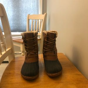 American Eagle duck boots